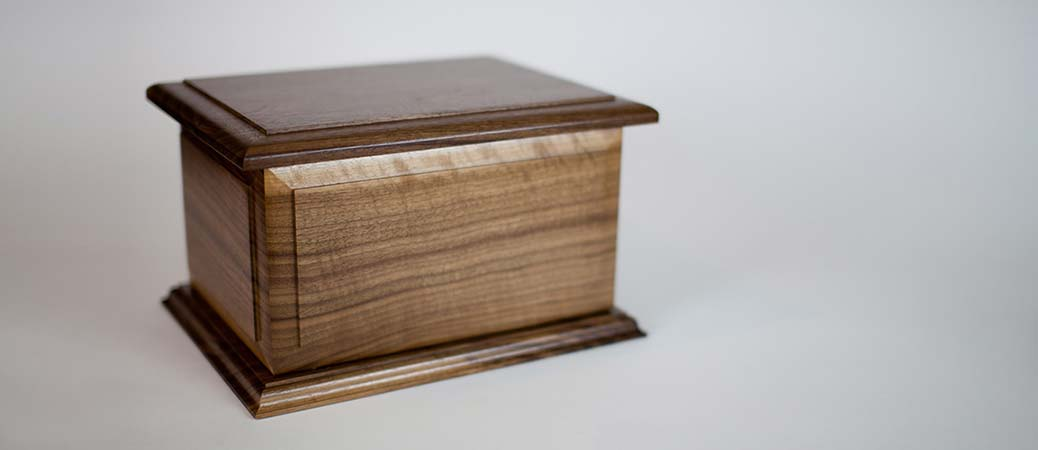 Boston II Cremation Urn in Walnut Wood