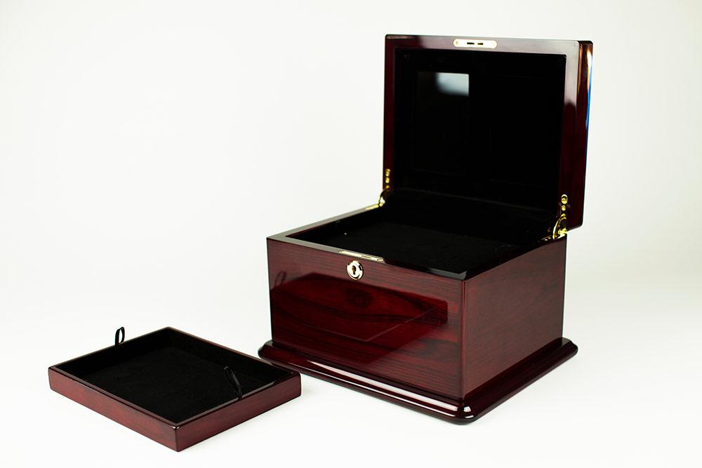 Keepsake chest and cremation urn
