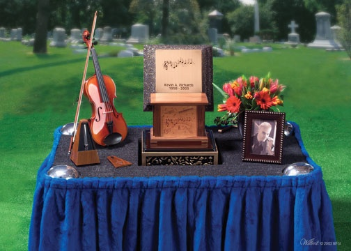 memorial-service-table-arrangement-hobby