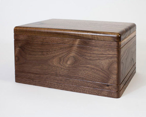 Funeral urn in Walnut