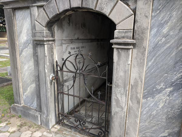 Inside a mausoleum - Photos