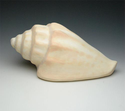 Ocean-friendly cockerel shell urn